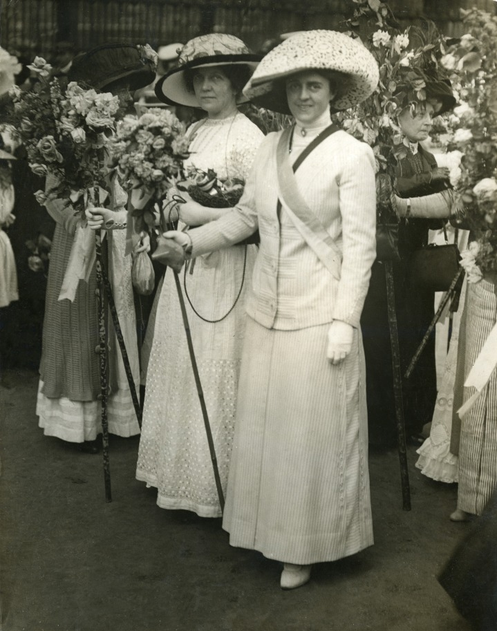 Lena Ashwell and Gertrude Elliott. Courtesy of LSE Library