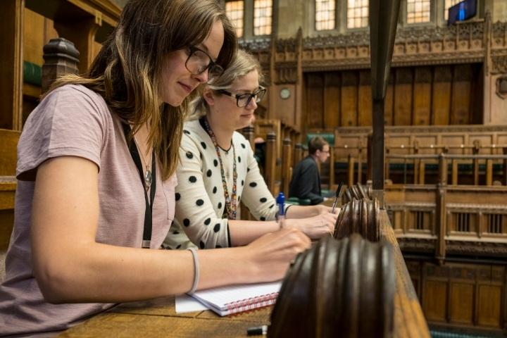 Hansard reporters in the Chamber. ©UK Parliament/Mark Duffy